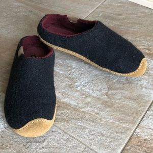 Keen Men's Sun Valley Wool and Leather Slippers